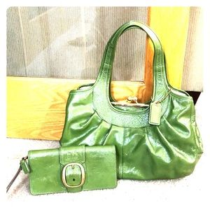 💕 Coach bright green xl satchel and wallet bundle